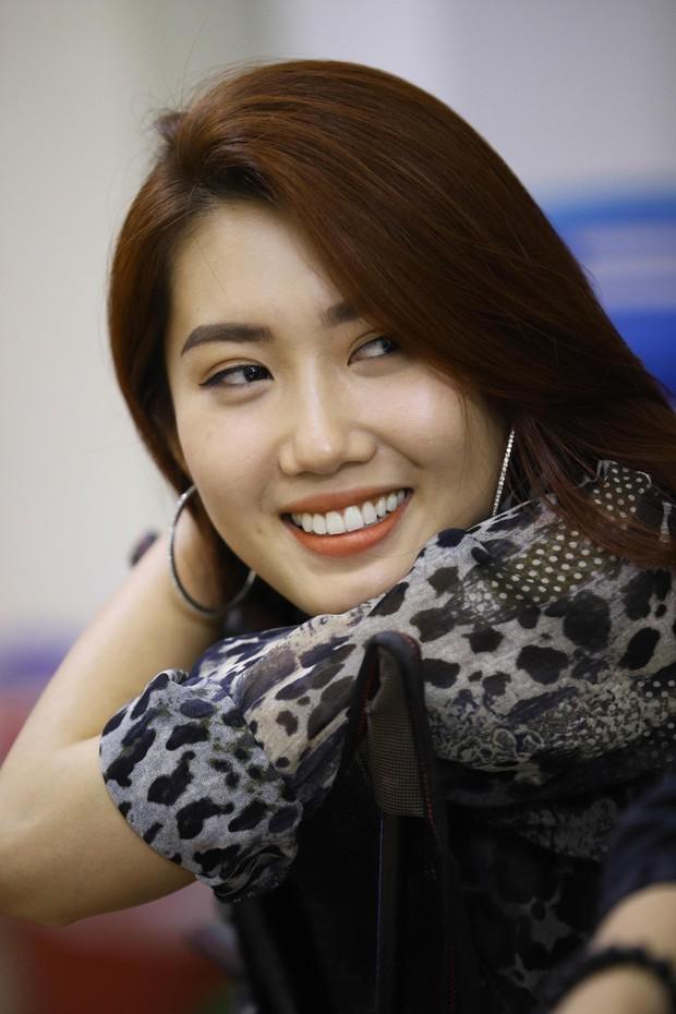 Trấn Thành, Trường Giang lộ vẻ ngoài chưa makeup, cùng dàn sao Vbiz tập luyện xuyên đêm cho liveshow Chí Tài - Ảnh 8.