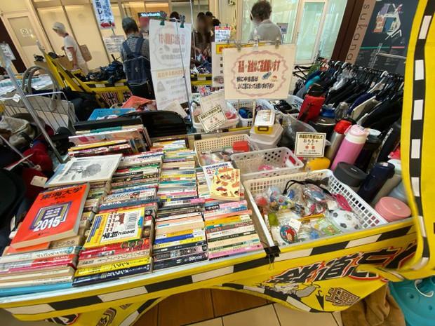 """Kỳ lạ khu chợ chuyên bán đồ khách bỏ quên trên tàu điện ở Nhật, muốn mua hàng hiệu """"giá rẻ như cho"""" thì đến đây - Ảnh 13."""