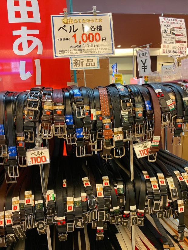 """Kỳ lạ khu chợ chuyên bán đồ khách bỏ quên trên tàu điện ở Nhật, muốn mua hàng hiệu """"giá rẻ như cho"""" thì đến đây - Ảnh 20."""