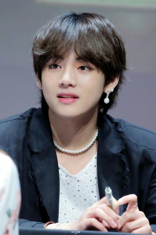Những mỹ nam khiến dân tình đổ gục khi đeo vòng ngọc trai: Từ idol đẹp nhất thế giới đến Sơn Tùng đều góp mặt - Ảnh 2.