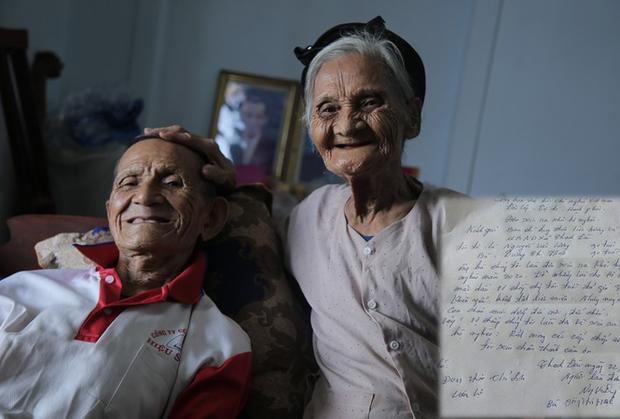 Chuyện về cặp vợ chồng 90 tuổi bất ngờ viết đơn xin thoát nghèo - Ảnh 1.