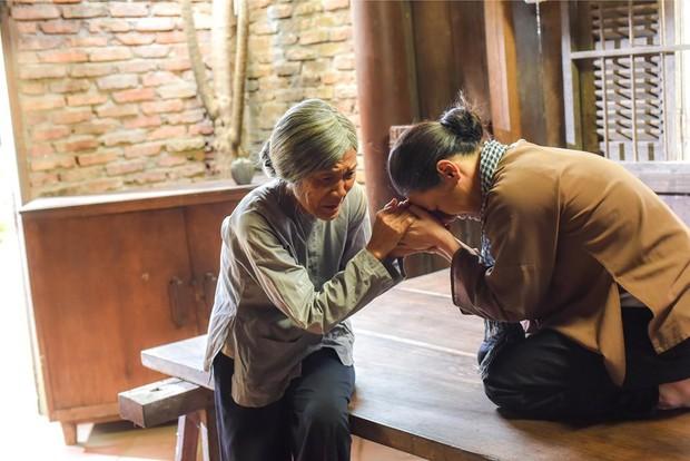 Đạo diễn Tiếng Sét Trong Mưa hé lộ màn đoàn tụ của bà Bảy và bé Bình, hứa hẹn cú twist chấn động? - Ảnh 3.