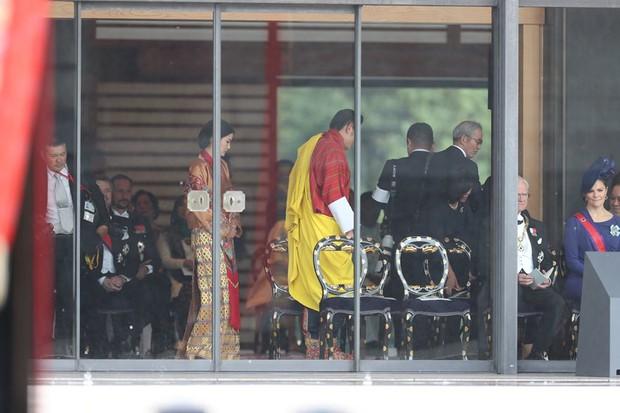 Cộng đồng mạng phát sốt với vẻ đẹp thoát tục không góc chết của Hoàng hậu Bhutan ở Nhật Bản khi tham dự lễ đăng quang - Ảnh 4.