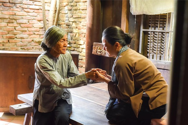 Đạo diễn Tiếng Sét Trong Mưa hé lộ màn đoàn tụ của bà Bảy và bé Bình, hứa hẹn cú twist chấn động? - Ảnh 4.
