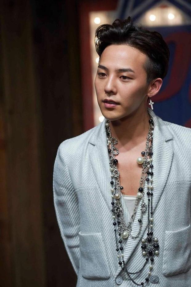 Những mỹ nam khiến dân tình đổ gục khi đeo vòng ngọc trai: Từ idol đẹp nhất thế giới đến Sơn Tùng đều góp mặt - Ảnh 6.