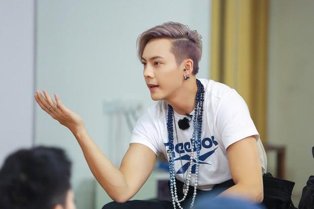 Những mỹ nam khiến dân tình đổ gục khi đeo vòng ngọc trai: Từ idol đẹp nhất thế giới đến Sơn Tùng đều góp mặt - Ảnh 9.