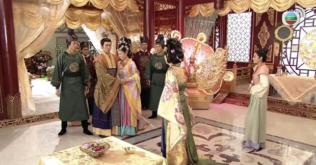 4 màn cung đấu trên phim drama hơn cả vụ Hoàng Quý Phi Thái Lan bị phế truất: Châu Tấn bị tát nát mặt, Tưởng Hân đập đầu tự vẫn - Ảnh 5.