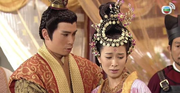 4 màn cung đấu trên phim drama hơn cả vụ Hoàng Quý Phi Thái Lan bị phế truất: Châu Tấn bị tát nát mặt, Tưởng Hân đập đầu tự vẫn - Ảnh 8.