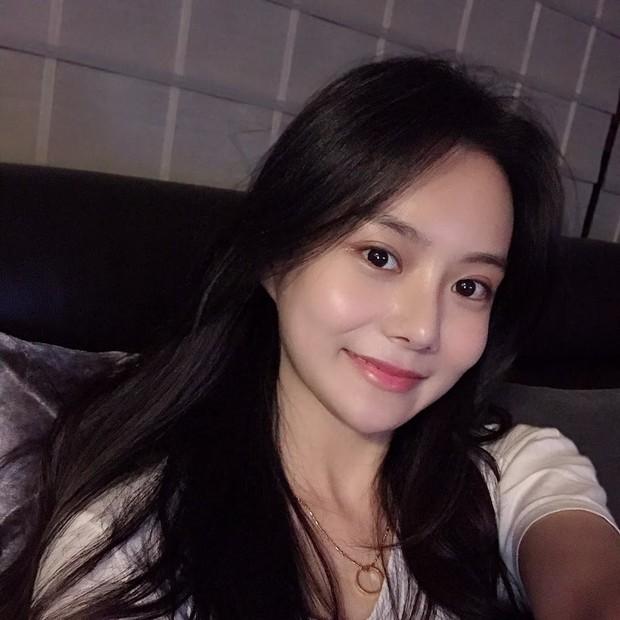 Nữ blogger xứ Hàn chia sẻ bí quyết giảm 22kg nhưng dân mạng lại chăm chăm xuýt xoa nhan sắc càng ngắm càng mê - Ảnh 1.