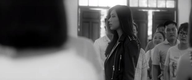 Sốc: Văn Mai Hương khóa môi Đồng Ánh Quỳnh cực nồng nàn trong MV song ca với Bùi Anh Tuấn, plot twist đến tận giây cuối cùng - Ảnh 3.