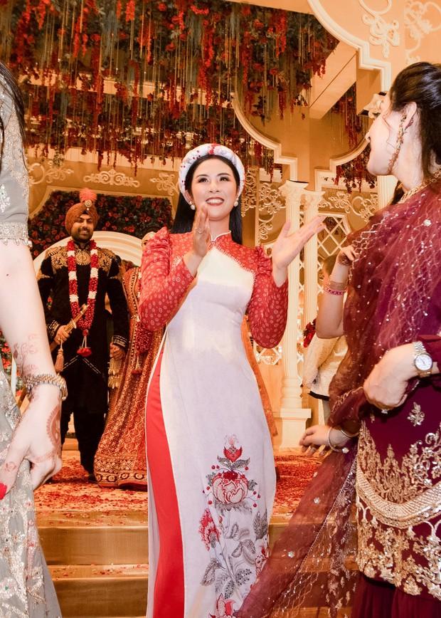 Ngọc Hân, Phương Nga dự đám cưới 5 ngày của con gái đại gia Ấn Độ: Diện Áo dài nền nã, nổi bật bên cô dâu chú rể - Ảnh 4.