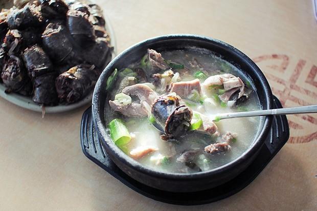 """Hàn Quốc có 6 món ăn kỳ lạ tới mức """"rùng mình"""", ấy vậy mà du khách nào cũng đòi thử bằng được mới lạ! - Ảnh 2."""