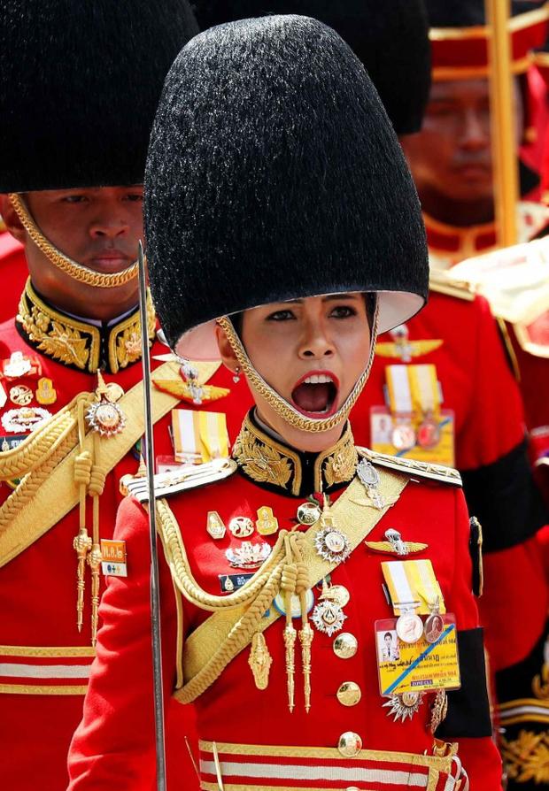 Hé lộ thông điệp cuối cùng trên Instagram của Hoàng quý phi trước khi bị phế truất, ngầm khẳng định không bất trung với vua Thái Lan? - Ảnh 2.