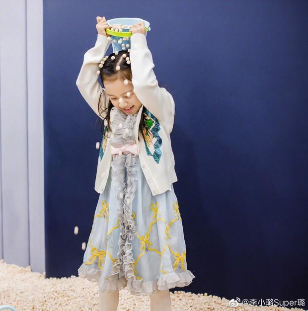 Lý Tiểu Lộ tổ chức sinh nhật cho con gái Điềm Hinh, Giả Nãi Lượng làm 1 hành động khiến Cbiz xót xa - Ảnh 9.