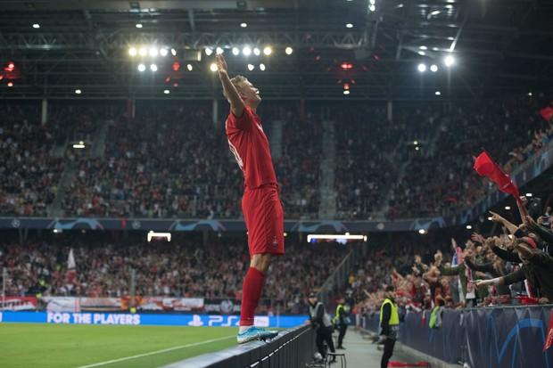 Tiền đạo 19 tuổi chính thức sở hữu kỷ lục mà Messi và Ronaldo không bao giờ có thể chạm tới - Ảnh 2.