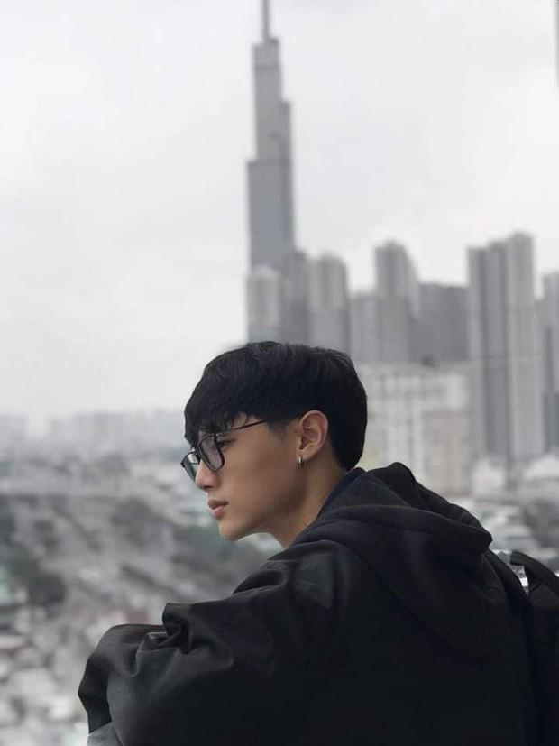 Nam sinh Hutech với chiều cao khủng và góc nghiêng thần thánh không khác gì tài tử điện ảnh Hong Kong khiến cả trai lẫn gái đều mê tít - Ảnh 3.