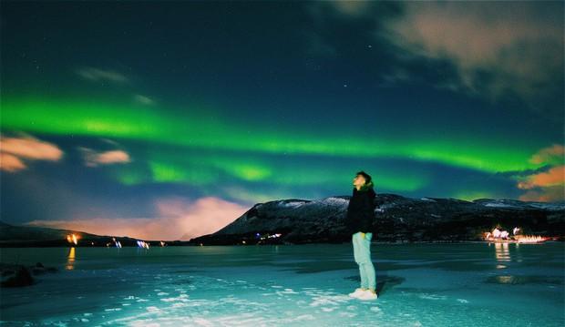 Trải nghiệm chỉ vài phần trăm dân số được thử trong đời: Săn Bắc Cực Quang hốt hình sống ảo đẹp như một giấc mơ - Ảnh 1.