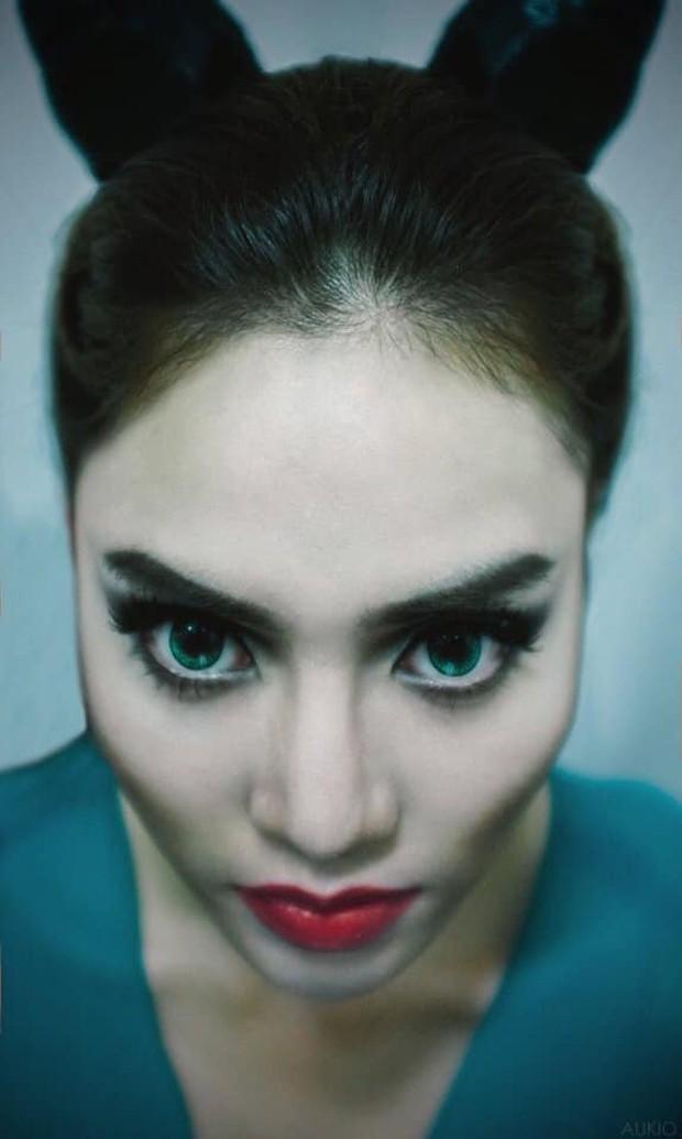 Đang xinh đẹp trong trẻo là thế, Lan Ngọc bỗng makeup đậm cosplay Maleficent khiến ai cũng hết hồn - Ảnh 2.