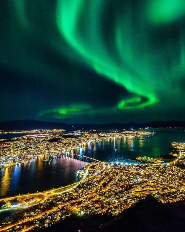 Trải nghiệm chỉ vài phần trăm dân số được thử trong đời: Săn Bắc Cực Quang hốt hình sống ảo đẹp như một giấc mơ - Ảnh 2.