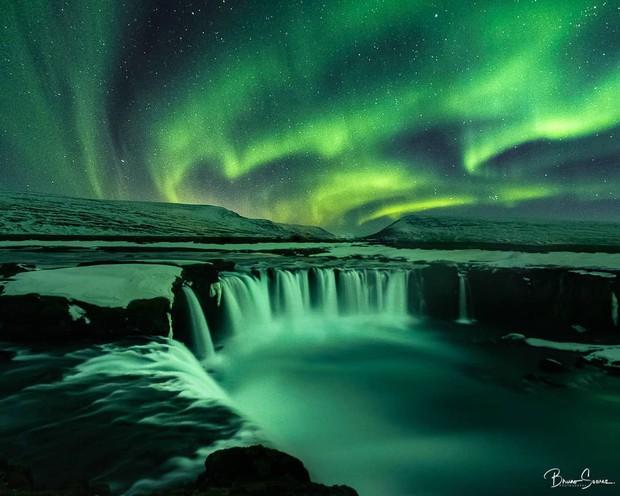 Trải nghiệm chỉ vài phần trăm dân số được thử trong đời: Săn Bắc Cực Quang hốt hình sống ảo đẹp như một giấc mơ - Ảnh 3.
