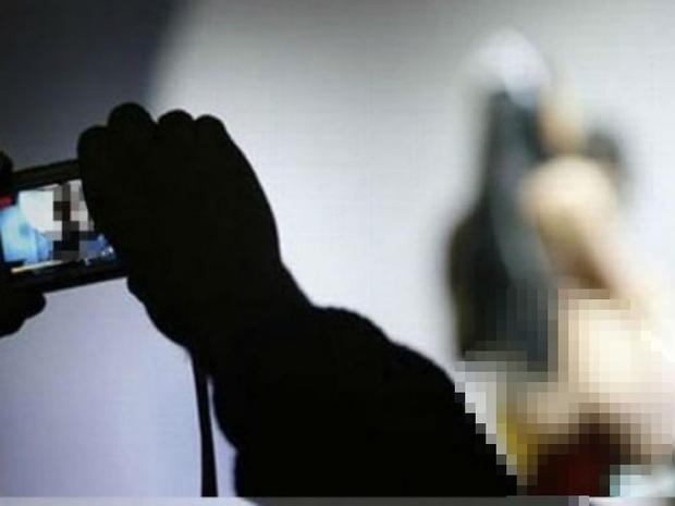 Người phụ nữ có chồng bị phi công trẻ tống tiền bằng video nóng - Ảnh 1.