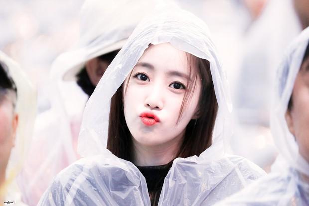 Bộ hình đội mưa của mỹ nhân T-ara đang khiến netizen Việt náo loạn: U35 rồi mà hack tuổi đỉnh đến mức thượng thừa - Ảnh 2.