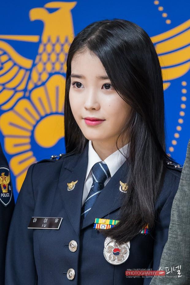 Sau vụ tự tử của bạn thân Sulli, IU trở về làm sĩ quan cảnh sát cấp cao - Ảnh 2.