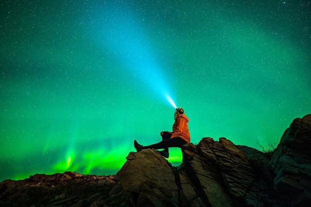 Trải nghiệm chỉ vài phần trăm dân số được thử trong đời: Săn Bắc Cực Quang hốt hình sống ảo đẹp như một giấc mơ - Ảnh 11.