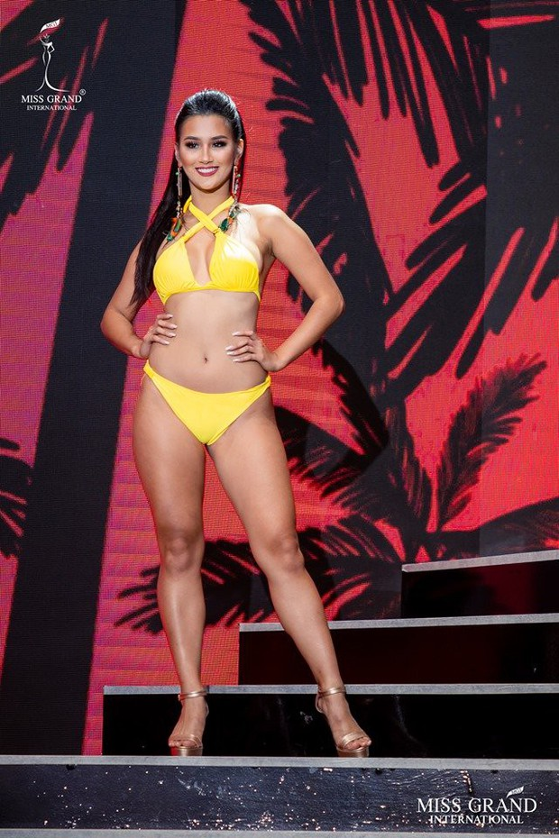 """Thí sinh Miss Grand lộ body ngấn mỡ trong phần trình diễn bikini, Kiều Loan kịp thời """"ghi điểm"""" nhờ thần thái cuốn hút - Ảnh 4."""