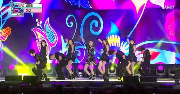 """""""Vầng hào quang"""" Sunmi tiếp tục đốn tim fan Kpop với bản hit Lalalay - Ảnh 2."""