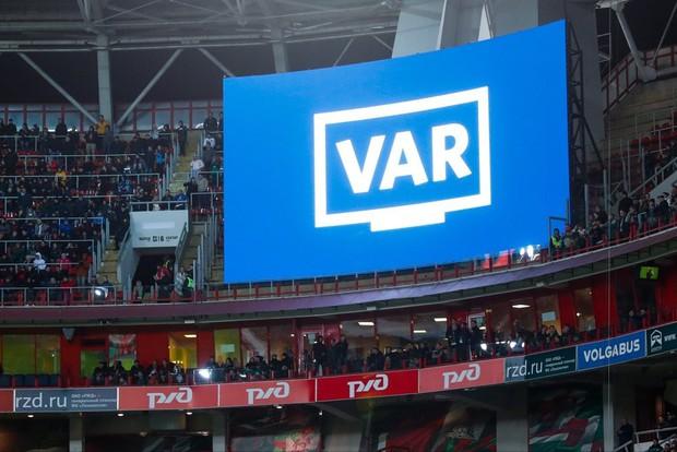 Top 5 biến căng gây tranh cãi ở V.League 2019: Trọng tài FIFA bẻ còi, HAGL chỉ đá cho vui - Ảnh 1.