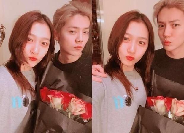 Cặp đôi bất ngờ cưới của Cbiz: Luhan quyết định rước Quan Hiểu Đồng về dinh, thủ tục đăng ký kết hôn đã hoàn tất? - Ảnh 2.