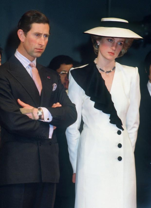 Bà Melania Trump ăn vận thanh lịch nhưng lại giống hệt Công nương Diana, dân tình người khen người chê tơi tả - Ảnh 7.