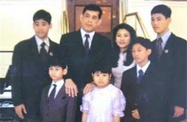 Quốc vương Thái Lan - vị vua với một hậu cung đầy sóng gió cùng 5 người phụ nữ và 4 lần phế truất - Ảnh 2.