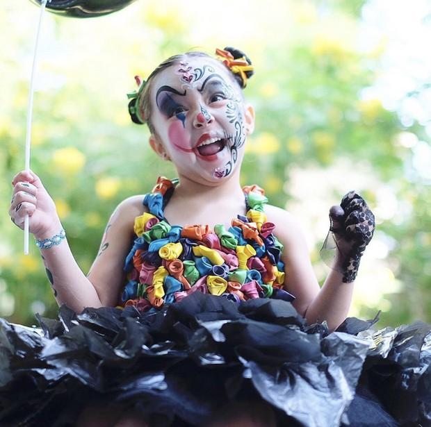 Con gái mỹ nhân đẹp nhất Philippines gây sốt vì hóa trang Halloween, visual trong ảnh hậu trường còn mãn nhãn hơn - Ảnh 1.