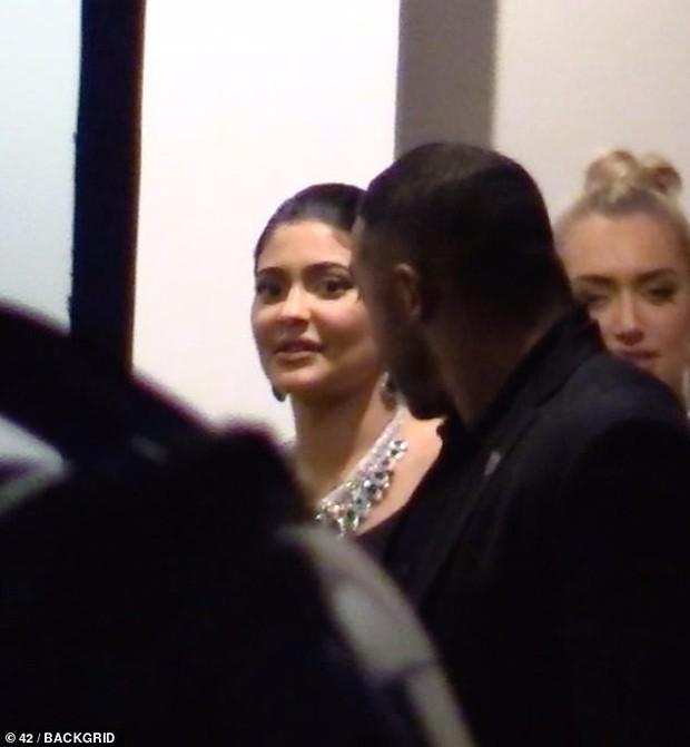 Nhanh và cực nóng: Nghi vấn Kylie Jenner hẹn hò tình cũ từng bị Rihanna friendzone chỉ sau 1 tháng chia tay Travis - Ảnh 2.