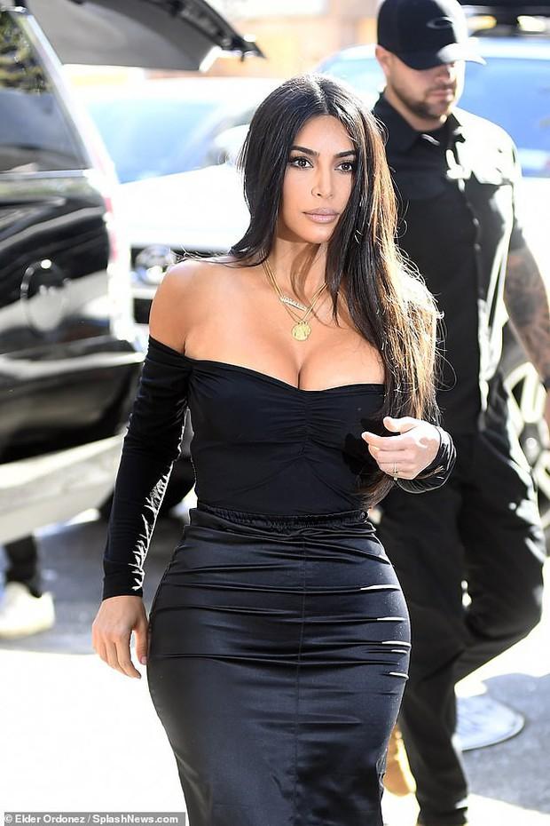 Kim Kardashian lại khiến cộng đồng mạng trầm trồ: Body đã đạt ngưỡng đỉnh cao, không còn khủng quá đà như trước! - Ảnh 2.
