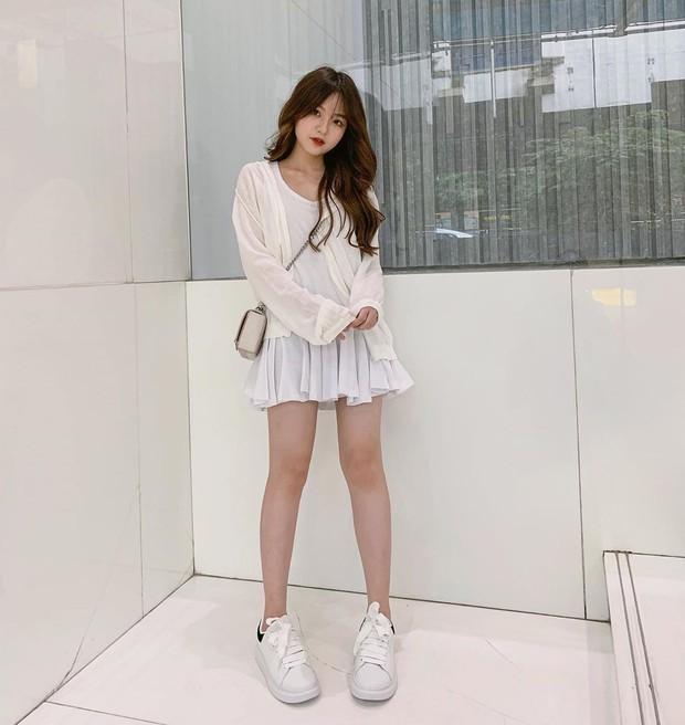 Bạn gái tin đồn của Quang Hải chứng minh: Cao 1m52 vẫn mặc đẹp như thường nhờ tài hack dáng, mặt xinh bù đắp tất cả! - Ảnh 4.