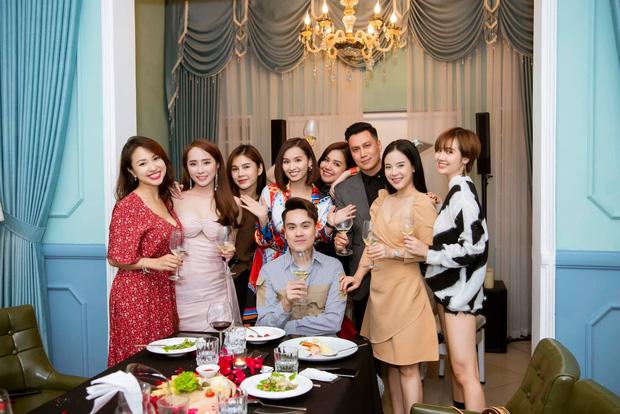 Lâu rồi mới thấy hội bạn thân Việt Anh tụ họp đông đủ: 90% là độc thân, toàn trai xinh gái đẹp đình đám Vbiz - Ảnh 1.
