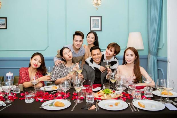 Lâu rồi mới thấy hội bạn thân Việt Anh tụ họp đông đủ: 90% là độc thân, toàn trai xinh gái đẹp đình đám Vbiz - Ảnh 2.