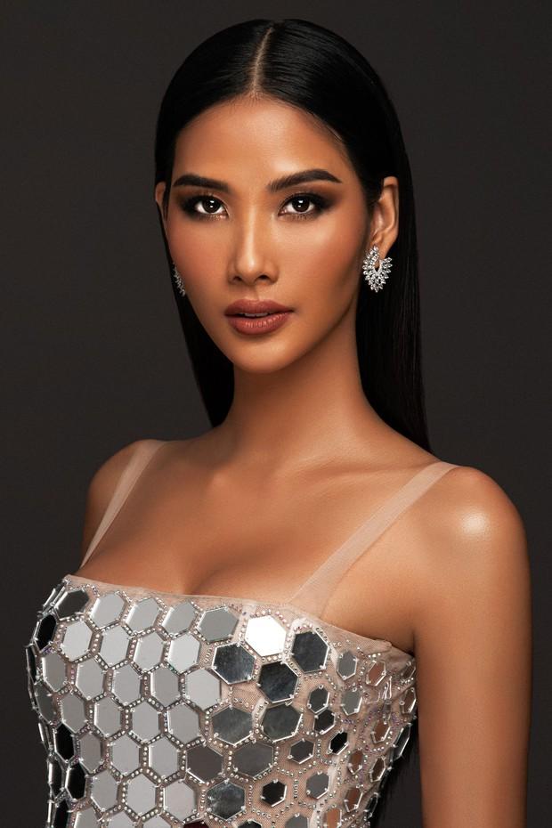 Mãn nhãn với bộ ảnh Hoàng Thùy trên trang chủ Miss Universe, đáng chú ý vẫn là vòng 1 căng đầy dính nghi vấn dao kéo - Ảnh 2.