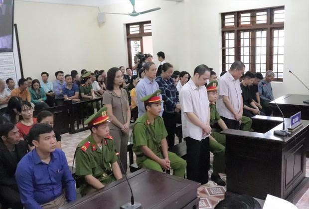 Hôm nay tuyên án gian lận thi cử Hà Giang: Nâng điểm 106 thí sinh để tạo phúc? - Ảnh 1.