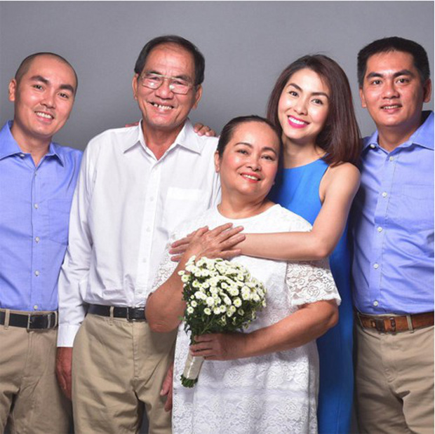 Sau 26 năm, Hà Tăng từ cô nhóc 7 tuổi đến mẹ bỉm sữa hai con vẫn luôn bé bỏng trong vòng tay anh trai - Ảnh 2.