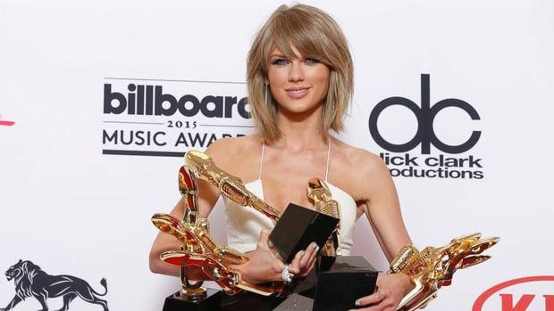 Cái tên Taylor Swift đã xuất hiện trên làng nhạc thế giới được 13 năm và đây là 13 cột mốc lớn trong sự nghiệp khiến ai ai cũng phải trầm trồ - Ảnh 11.