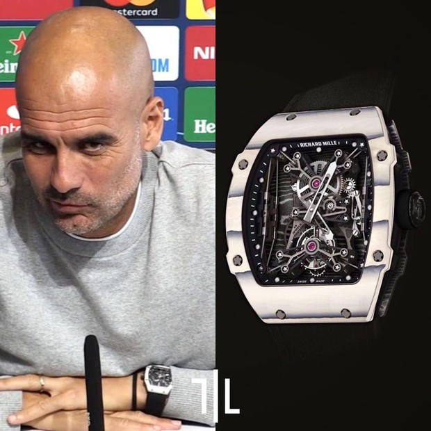 Ai rồi cũng khác: Không còn giản dị như ngày thường, HLV hay nhất thế giới diện chiếc đồng hồ đặc biệt có giá 33,5 tỉ VNĐ đi họp báo - Ảnh 3.