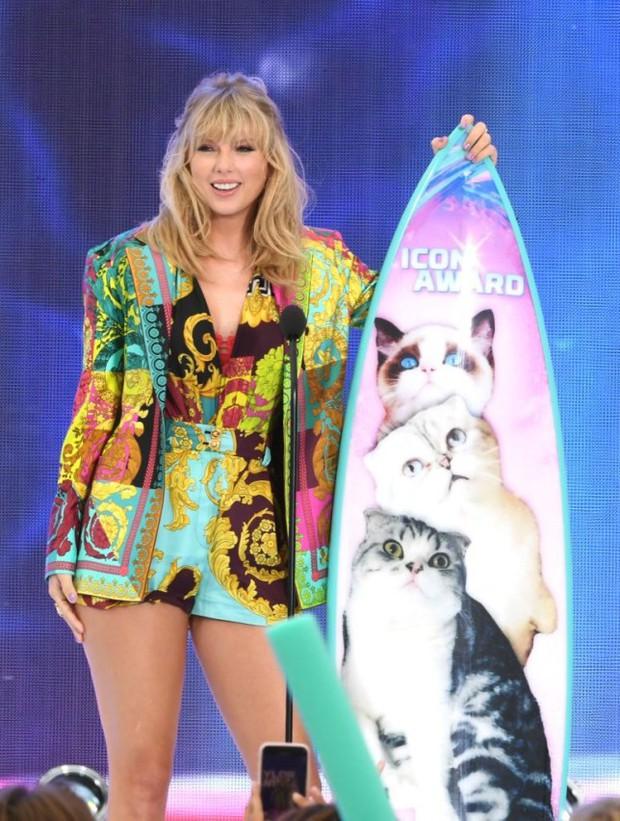 Cái tên Taylor Swift đã xuất hiện trên làng nhạc thế giới được 13 năm và đây là 13 cột mốc lớn trong sự nghiệp khiến ai ai cũng phải trầm trồ - Ảnh 23.