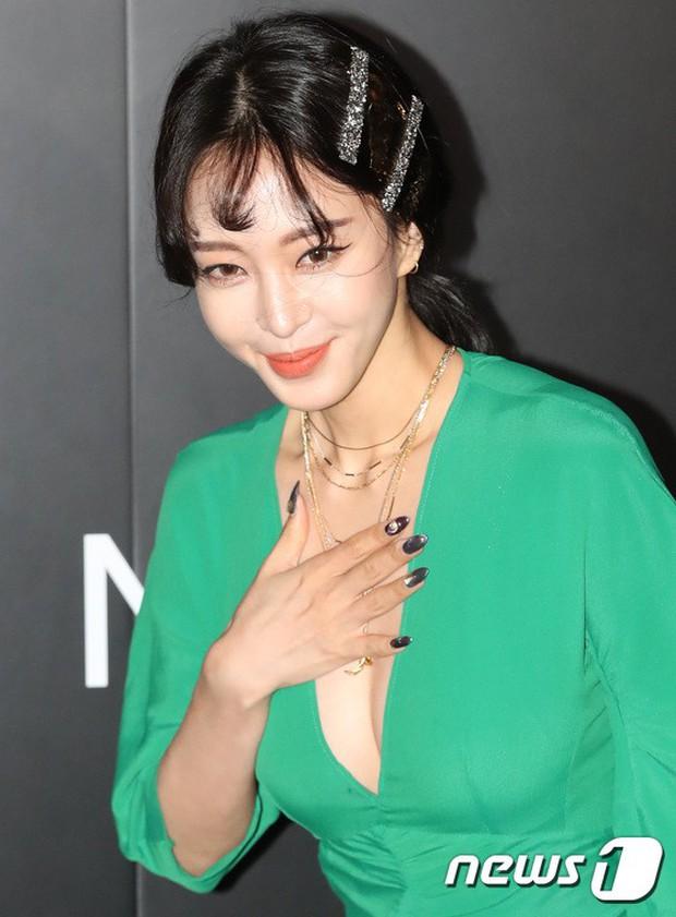 Sự kiện gây choáng: Mỹ nhân Han Ye Seul đẹp nao lòng, khoe vòng 1 bỏng mắt, ác nữ đình đám lộ chân gầy báo động - Ảnh 4.