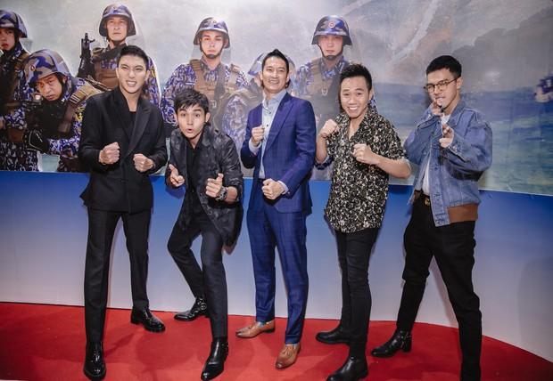 Sao nhập ngũ mùa 10: Jun Phạm, B Trần bị ghẻ, Anh Đức cởi truồng chạy vòng vòng trong giờ tắm - Ảnh 1.