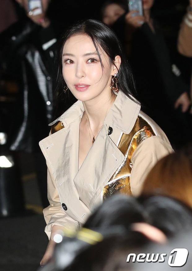 Sự kiện gây choáng: Mỹ nhân Han Ye Seul đẹp nao lòng, khoe vòng 1 bỏng mắt, ác nữ đình đám lộ chân gầy báo động - Ảnh 8.