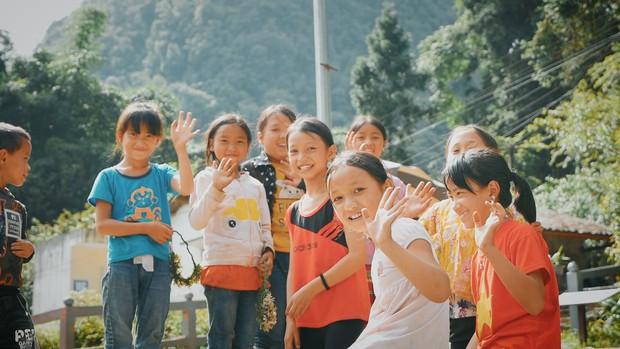 Sân chơi mới hoàn thành, giấc mơ của trẻ em nông thôn đã được mở ra - Ảnh 1.